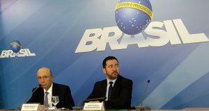 メイレレス財相(左)と、オリヴェイラ企画相(右)(Valter Campanato/Agência Brasil)