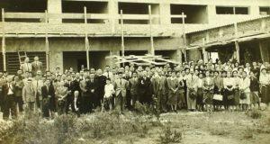 ブラジル力行会は「子孫の繁栄は教育にあり」とし、アルモニア学生寮建設を決議。1951年、永田稠会長の臨席のもとに、学生寮の上棟式を行なう。