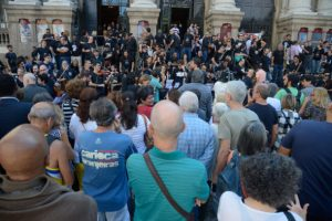 9日に市立劇場前で起きた、給与遅配に抗議する職員や芸術家達のデモ(Tomaz Silva/Agência Brasil)