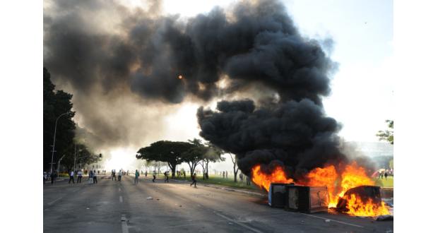 24日、ブラジリアでの反政府デモは、軍の出動も引き起こした(Jabur/Agência Brasil)