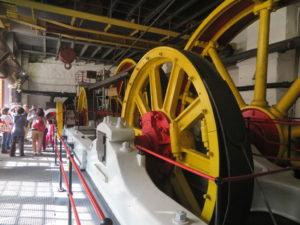 蒸気機関で動かされた巨大なケーブル巻き上げ機(新線)