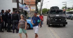 映画『シティ・オブ・ゴッド』の舞台になった、スラム街のシダージ・デ・デウスに住む人々は暴力と隣り合わせの日常を送っている。(参考画像 - Fernando Frazão/Agência Brasil)