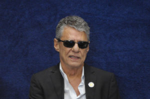 昨年のジウマ大統領弾劾裁判の際のシコ・ブアルキ(Pedro França/Agência Senado)