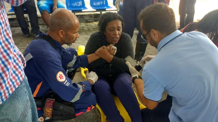 バイーア州の事故で、救助された女性(Popular FM/O Bruto)