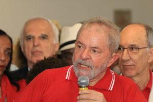 最初に起訴された直後に行った抗議集会でのルーラ氏(16年9月15日、Roberto Parizotti/Cut)