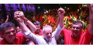 18年選挙を念頭に置いた北東伯でのキャラバン最終日のルーラ氏(5日、Ricardo Stuckert)