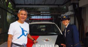 警察署を訪問した佐々木さん