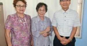 (左から)辺原委員長、玉井副会長、上野会長