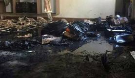 教材や天井なども焼けた教室の一部(Polícia Militar/Divulgação)