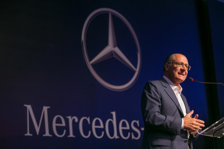 15年にメルセデス・ベンツ社が新工場建設計画を発表した時のジェラウド・アウキミン、サンパウロ州知事(Edson Lopes Jr./A2AD)