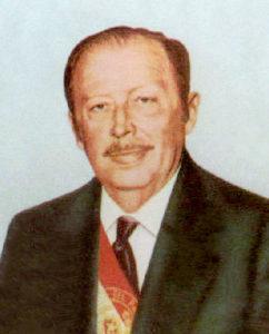 8期35年間に渡りパラグァイ大統領を務め、独裁者として君臨したアルフレド・ストロエスネル大統領( [Public domain], via Wikimedia Commons)