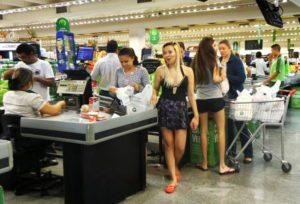まだ「景気の過熱」の心配よりも、「国民が生活に必要な物がまた買える」状態に戻る事が肝心(参考画像・Rafael Neddermeyer/Fotos Públicas)