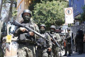 再びロッシーニャに派遣された軍の兵士達(Tânia Rêgo/Agência Brasil