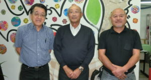 (左から)長井委員長、根岸委員、大森委員