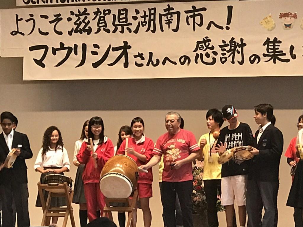 モニカ作者=滋賀県湖南市を訪問=在日伯人子弟を激励し