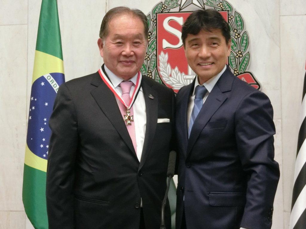 (左から)石川理事、西本州議