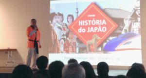 大半を非日系人が占める200人以上が毎回つめかけたブラジル漫画協会の日本史講座(ポ語)
