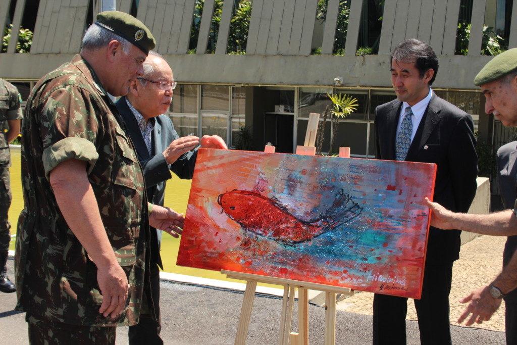 三浦画伯作の絵画も贈呈された