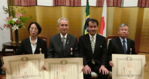 (左から)城田氏、菊地氏、野口総領事、ヒサノ氏