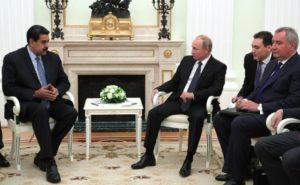 ロシアのプーチン大統領(右)と会談するベネズエラのマドゥーロ大統領(左)(Kremlin)
