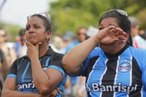 世界一を逃し、涙するグレミオのファン(Marcelo Pinto/APlateia)