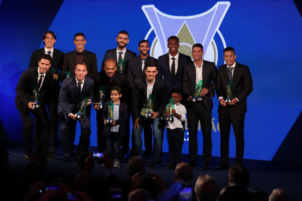 最優秀選手のジョー(上段右から3人目)とベスト・イレヴンに選ばれた選手たち(Lucas Figueiredo/CBF)