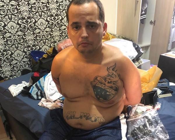 カーボ・フリオの高級アパートで逮捕されたBH(Polícia Civil/Divulgação)