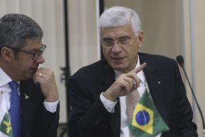 ジョルジ・ラシジ国税庁長官(右・Antonio Cruz/Agência Brasil)