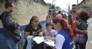サンパウロ市北部ジャルジン・ペリでワクチン接種に並ぶ人々(参考画像・Rovena Rosa/Agência Brasil)