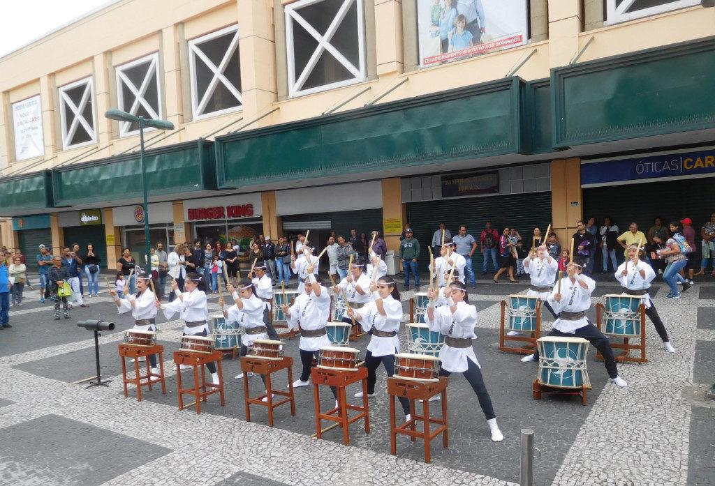 広場で披露された和太鼓