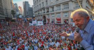 支持者に語りかけるルーラ元大統領(Ricardo Stuckert)