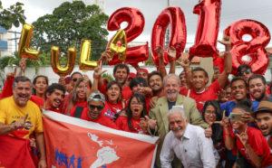 バイア州でのPT青年部の集いに出席したルーラ元大統領(中央、Ricardo Stuckert)