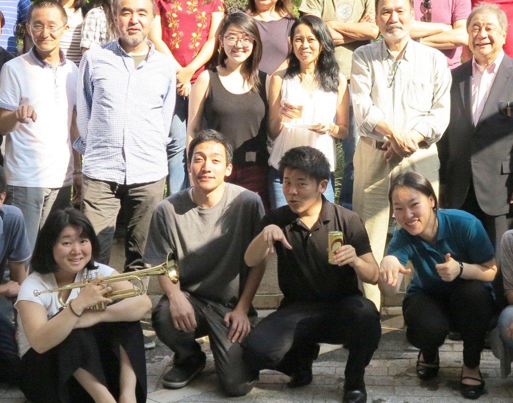4月7日に到着したばかりの2019年度研修生たち(中央4人、左から2番目が幸崎大樹さん)