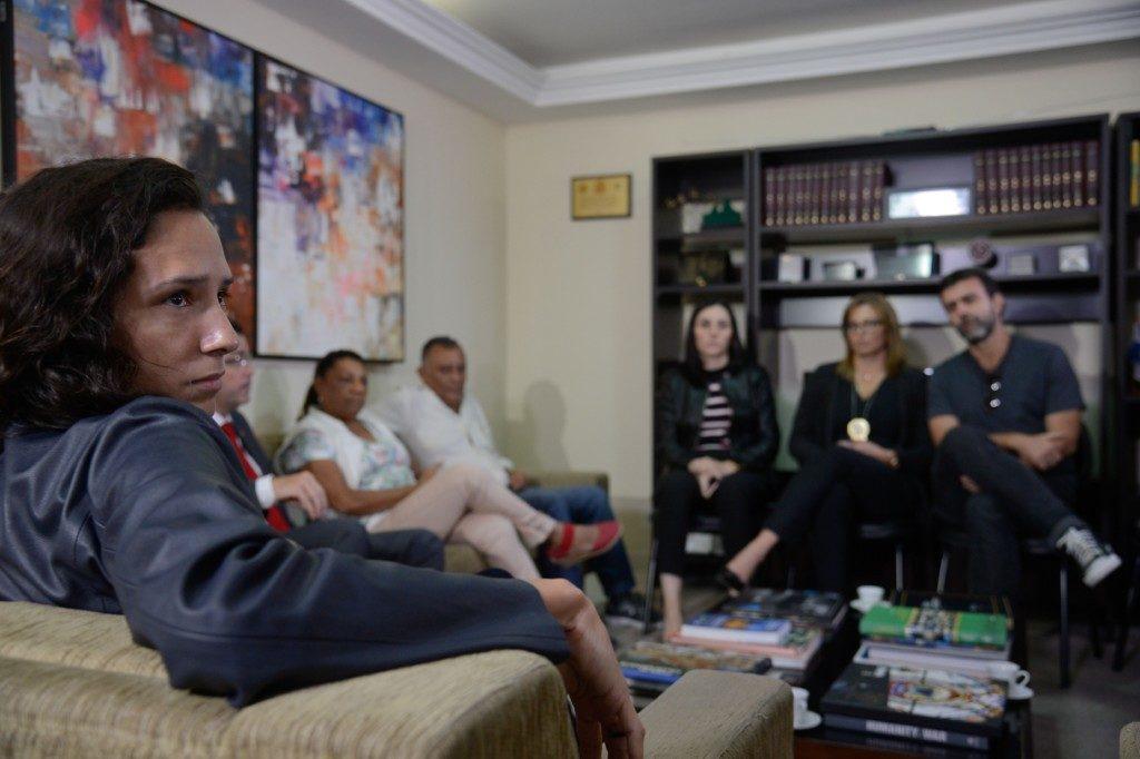 故マリエーレ市議とゴメス氏の遺族たち(Tânia Rêgo/Agência Brasil)