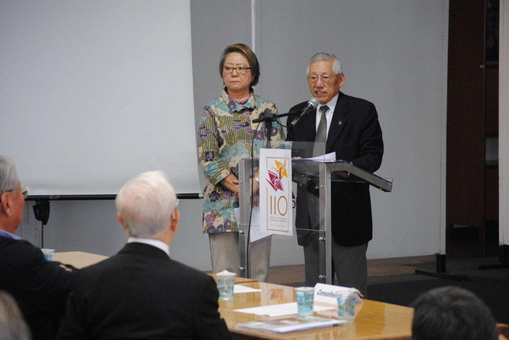 報告を行う呉屋会長(左)と西尾副会長