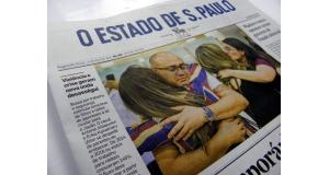 空港で別れを惜しむデカセギ訪日者の写真が久々にエスタード紙1面を飾った