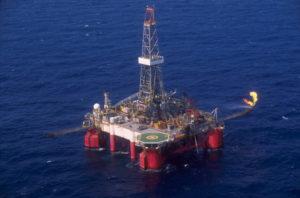 石油公社ペトロブラス社の海上石油採掘施設(Agencia Petrobras)