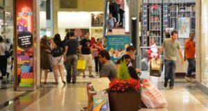母の日のプレゼントは、ショッピングセンターで購入される事が多い(参考画像・Valter Campanato/Agência Brasil)