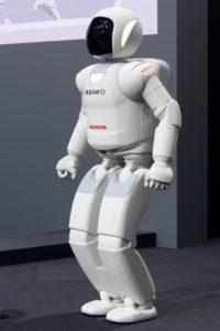 ホンダが開発した二足歩行ロボット「アシモ」(By Morio [CC BY-SA 3.0, from Wikimedia Commons])