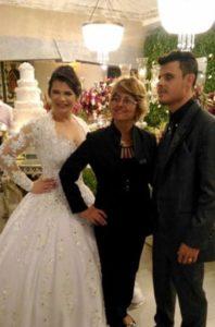 事故の後も気丈に結婚式を行ったシモーネさん(左)と、フェリペさん(右)(フェリペ・フレイタスさんのフェイスブックより)