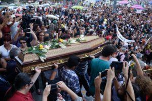 3月15日故マリエーレ・フランコ、リオ市議の葬儀の様子(Fernando Frazão/Agencia Brasil)