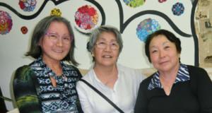 (左から)亀ヶ沢書記、谷口会計、吉田副会長
