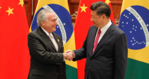 テメル大統領(左)と習近平総書記(右)(Beto Barata/PR)