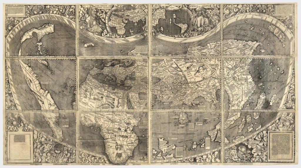 ヴァルトゼーミュラー地図、1507年。経度と緯度を正確に図表で表した最初の地図の一つであり、また初めて「アメリカ」という名称を用いた地図。アメリカ、アフリカ、ヨーロッパ、そしてアジアが描かれている([Public domain], via Wikimedia Commons)
