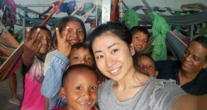 星野さんとベネズエラ移民の子供たち(UNICEF/Brazil/Maho Hoshino)