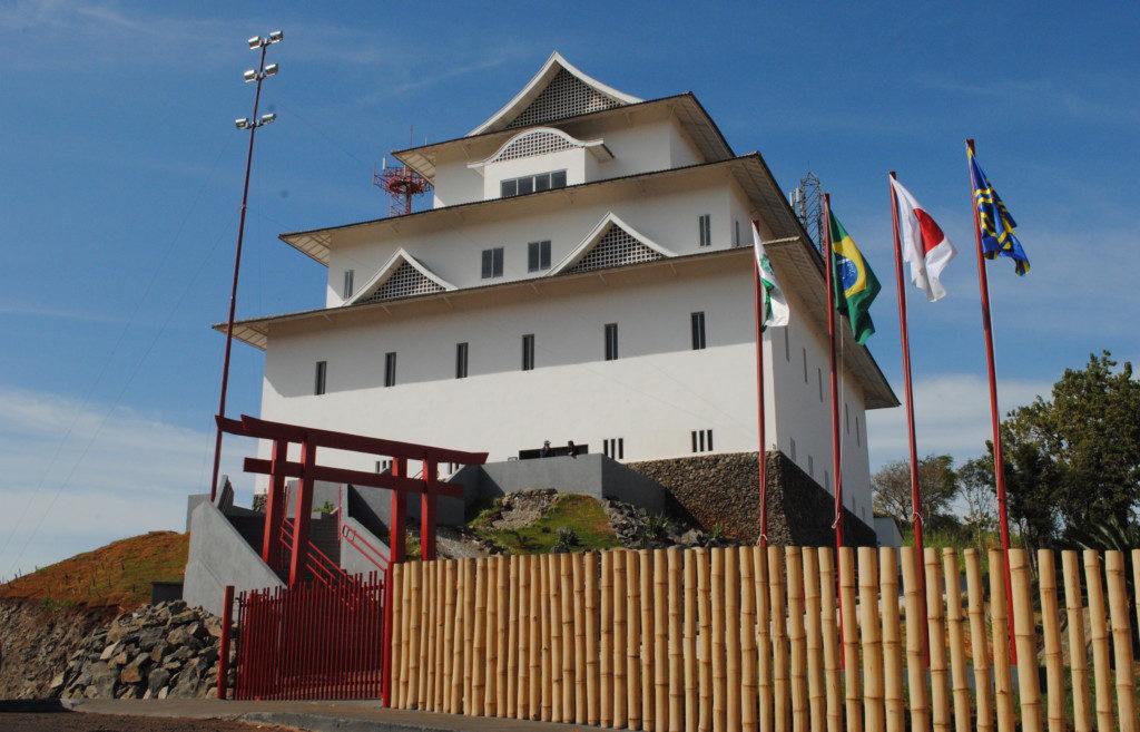市内で一番高い丘の上に建つ旭城