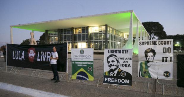 ルーラ氏釈放を望む抗議行動(GUSTAVO BEZERRA)
