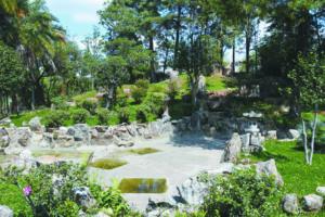 綺麗に改修を終えた日本庭園(ルシー・ジュディシ・イイジマ提供)