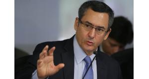 議会が言うことを聞かず、苦悩を深めるエドゥアルド・グァルジア財相(Antonio Cruz/Ag. Brasil)