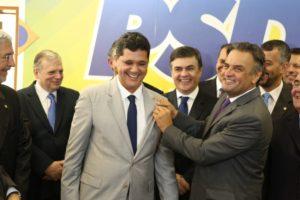 リカルド・フェラッソ上議(中央左寄り・George Gianni/PSDB)
